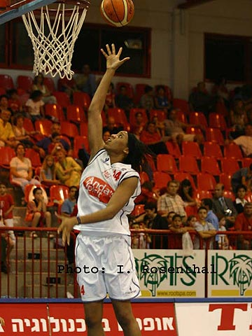 Chasity Melvin (Anda Ramat Hasharon) had 21 points and 19 rebounds against Ceyhan