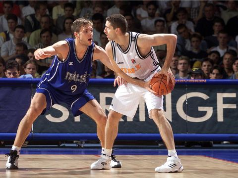 Drazen Tomic (right -GER) and Alessandro De Pol (ITA) at Eurobasket 1999
