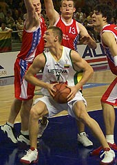 Arturas Jomantas (LTU) surrounded by Czech players