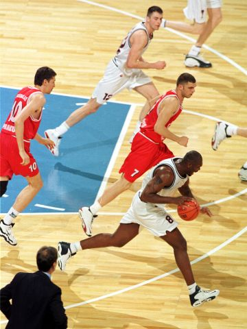 Dilglay Marcelo Damio (WINNINGTON GROUP BOLOGNA) at the 1999 EuroLeague Final Four in Munich