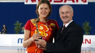 MVP Olexandra Gorbunova (#11, UKR) and President of the SLovak Federation Mr. Barnak