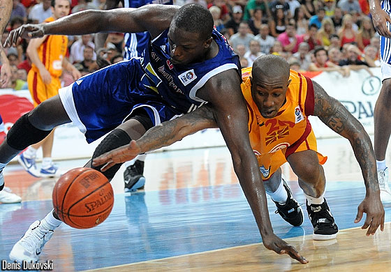 20. Bo McCalebb (F.Y.R. of Macedonia), 9. Luol Deng (Great Britain)