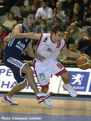 Besides dishing out 7 assists Aymeric Jeanneau was STB Le Havre's leading scorer with 15 points against CBC Siroki