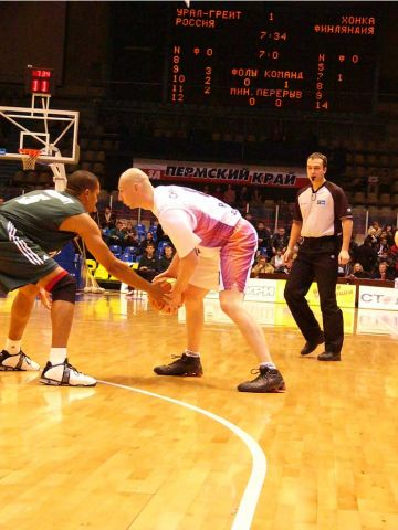 Ural Great's Sergey Chikalkin gets ready to make his move on the perimeter