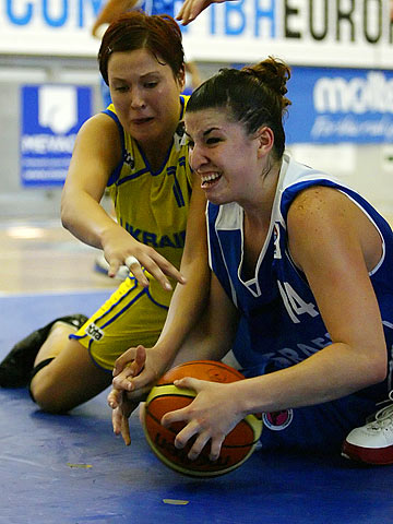 Olexandra Gorbunova (Ukraine, left) and Liron Asher (Israel)