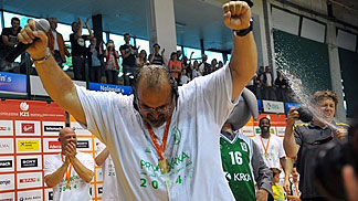 Krka head coach Aleksandar Dzikic after winning the 2014 Slovenian championship (Drago Perko/kosarka.si)