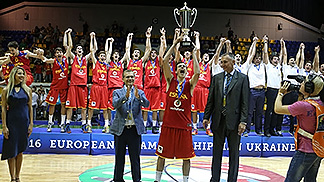 Spain captain Sergi Garcia being presented the trophy by Ukrainian Vice President Oleksandr Vilkul and FIBA Europe Secretary General Kamil Novak
