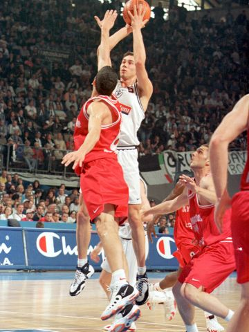 Marko Jaric (WINNINGTON GROUP BOLOGNA) at the 1999 EuroLeague Final Four in Munich