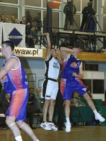 Jeff Nordgard gets off the shot despite the attentions of the Ural Great defense