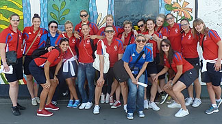 Sara Krnjic with the rest of the Serbia team