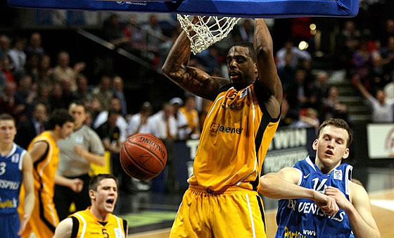 15. William Thomas  (BC Oostende)