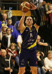 Castors Braine Hold Nerve To Take Third