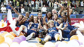 France celebrating - EuroBasket Women 2009