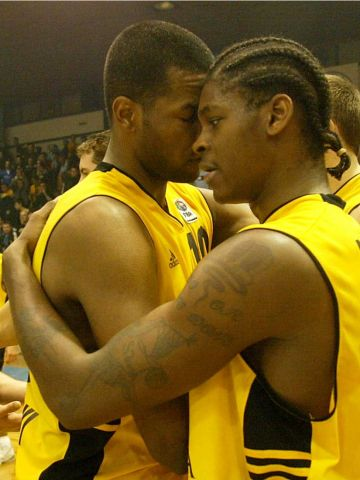Aris stars Nestoras Kommatos and Smush Parker celebrate victory over Anwil Wloclawek
