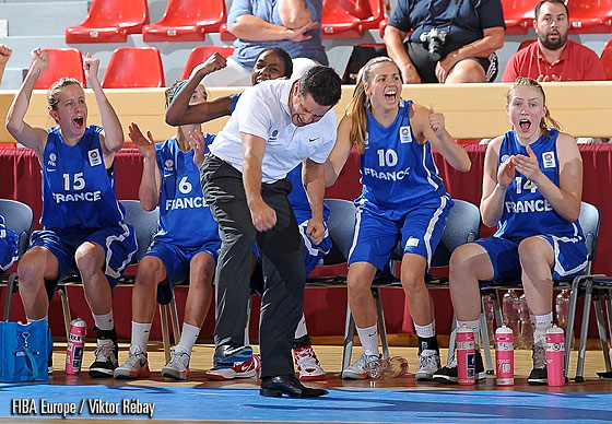 France's bench celebrate a crucial basket