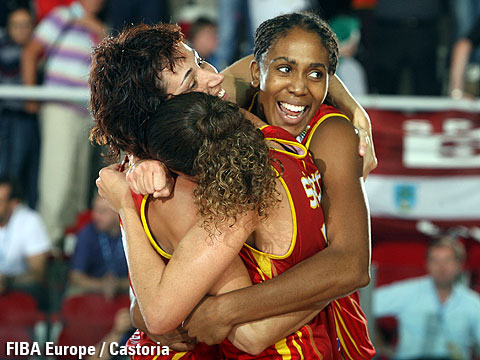 Laia Palau and Cindy Lima (Spain) celebrating