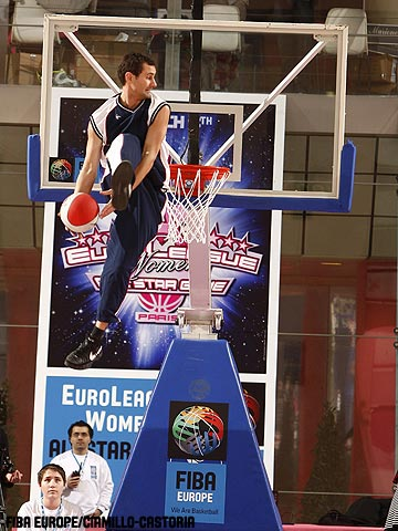 Crazy Dunkers at the 2009 EuroLeague Women All Star Game
