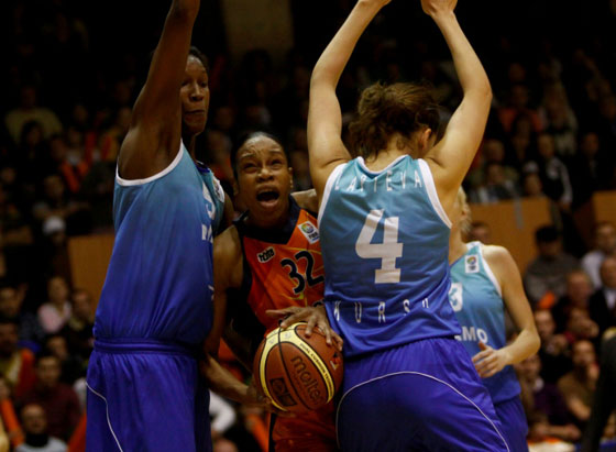 32. Tina Thompson (Municipal Targoviste)