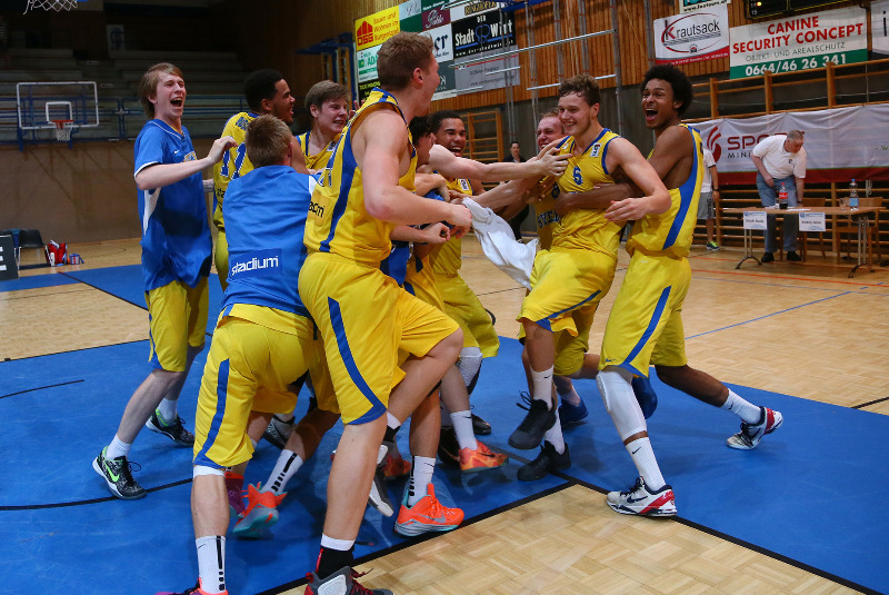 Sweden celebrate after John Brändmark's game-winning play