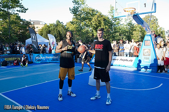 Durrell Vinson (left) - winner of the dunk contest in Copenhagen featured next to Zarko Jucis, who finished second