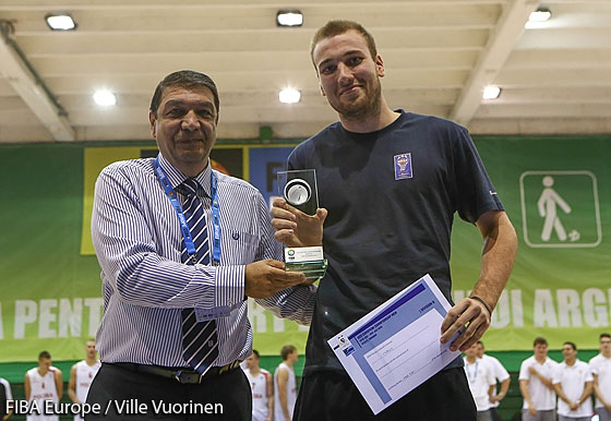 Cyprus being presented the fair play award for extraordinary sportsmanship by Marius Marinuescu