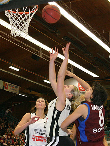 Anete Jekabsone (Bourges Basket) - left