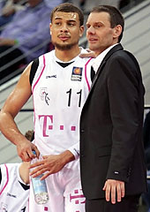 Bonn head coach Michael Koch and Kyle Weems