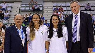 FIBA Europe Secretary General Kamil Novak (right) and Local Organising Committe Coordinator Manuel Fernandes (left) presenting Women's Basketball Ambassador Amaya Valdemoro (second from left) and Portuguese Legend Ticha Penicheiro with gifts of the LOC