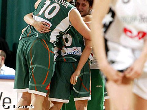 Gambrinus Brno beats Pecs 71-61 and reaches the final of the EuroLeague Women 2005