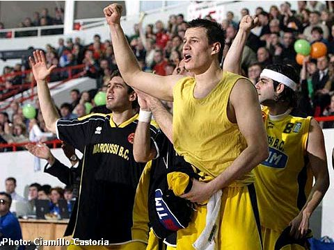 TIM-Maroussi players celebrating