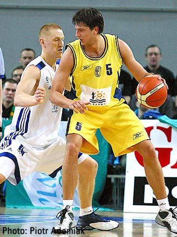 EKA AEL's Milutin Aleksic had 19 points and 10 rebounds against Anwil