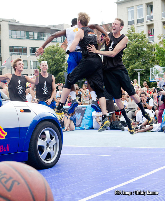 And a celebration of an electrifying dunk over the energy car by Vincent van Sliedregt
