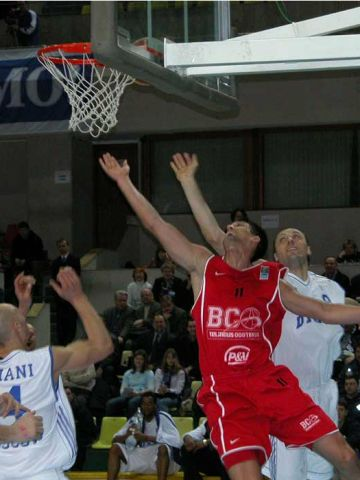 Who is getting the rebound?