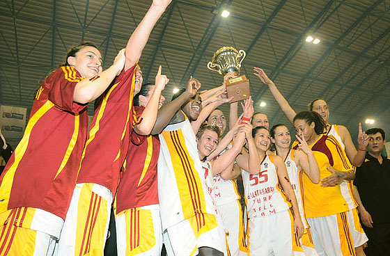 Galatasaray players with the trophy