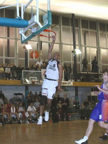 Polonia's Antonio Harvey with the emphatic finish against Ural Great