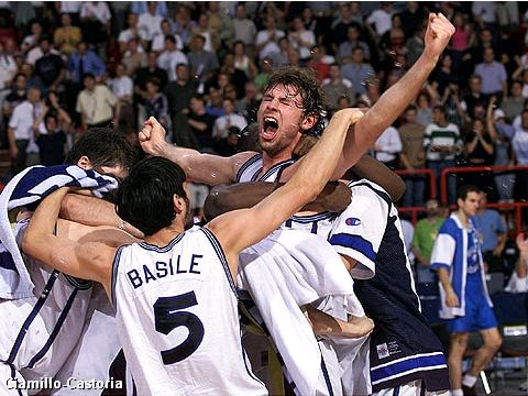 Italy celebrate victory over Yugoslavia at the semi-finals of EuroBasket 1999