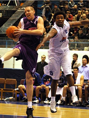 Erez Marckovich (left - Nahariya) and Samuel Hoskin (Ural Great)