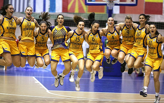 Romania celebrate their victory over Croatia