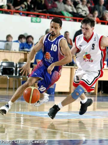 Mahmoud Abdul-Rauf (left) and Petr Samoilenko