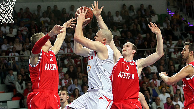 Poland Survive OT Thriller, Clinch Berth