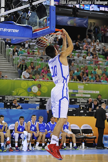 Axel Bouteille with a nice reverse dunk during the dunk contest