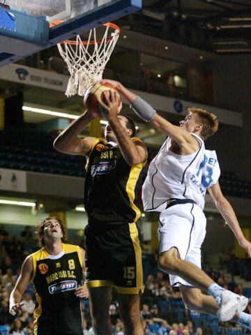 Tallin's Gregor Arbet shows his athleticism with this block on Maroussi's George Karagoutis