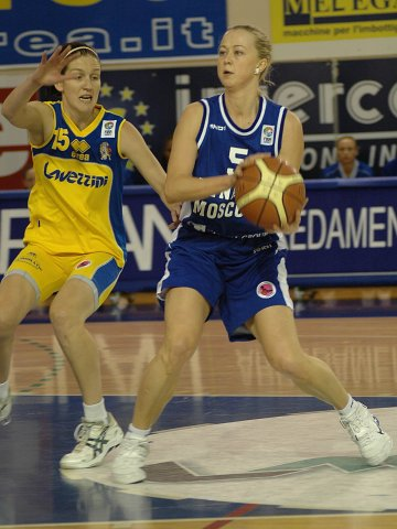 Oxana Rakhmatulina (Dynamo) and Desiree Glaubitz (Lavezzini)