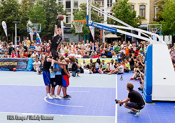 Vincent van Sliedregt taking part in the dunk contest in Antwerp