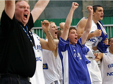 Finland celebrate 3rd place in division B
