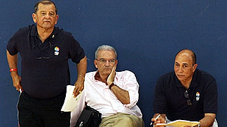 The NBAs Tommy Nunez (left) and Ronnie Nunn (right) with FIBA Europe Head of Operations Miguel Betancor