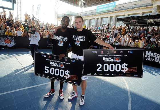 "Justin ""JusFly"" Darlington, winner of the Moscow Open Dunk Contest, and runner-up Kristaps Dārgais"