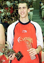 MVP of the 2004 European Championship for U18 Men: Sergio Rodriguez (Spain)