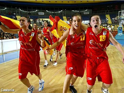 Celebrating Spanish players (from left to right): Gabriela Ocete Castillo, Laura Nicholls Gonzalez and Anna Carbo Coloma