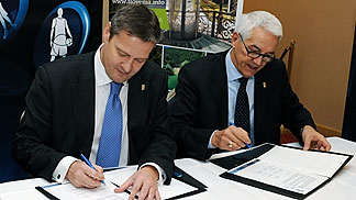 FIBA Europe President Olafur Rafnsson and FIBA Europe Secretary General Nar Zanolin signing the contract for EuroBasket 2013 in Slovenia